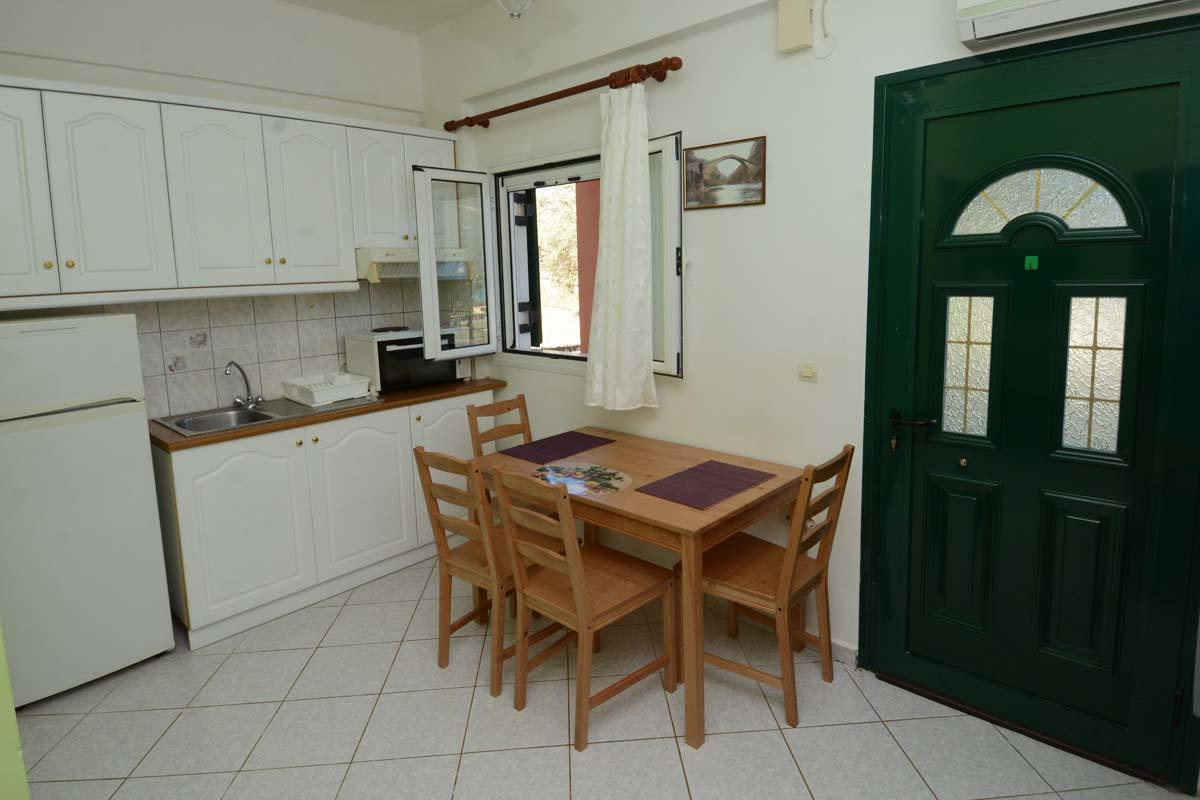 lefkas vasiliki apartments - vasiki ponti rooms - ionian summer